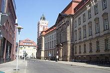 Gmach główny Uniwersytetu
